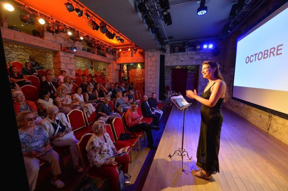 Anthéa Sogno est montée sur scène pour présenter la cinquième saison de son théâtre.