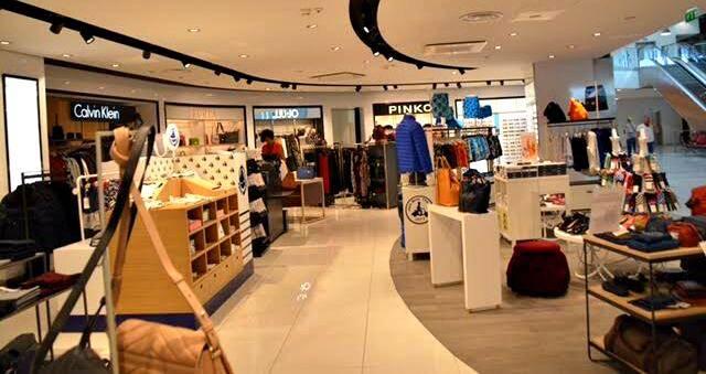 Un espace très tendance puisqu'il se partage entre une quinzaine de marques de prêt-à-porter, bijoux et accessoires de mode dans l'air du temps.
