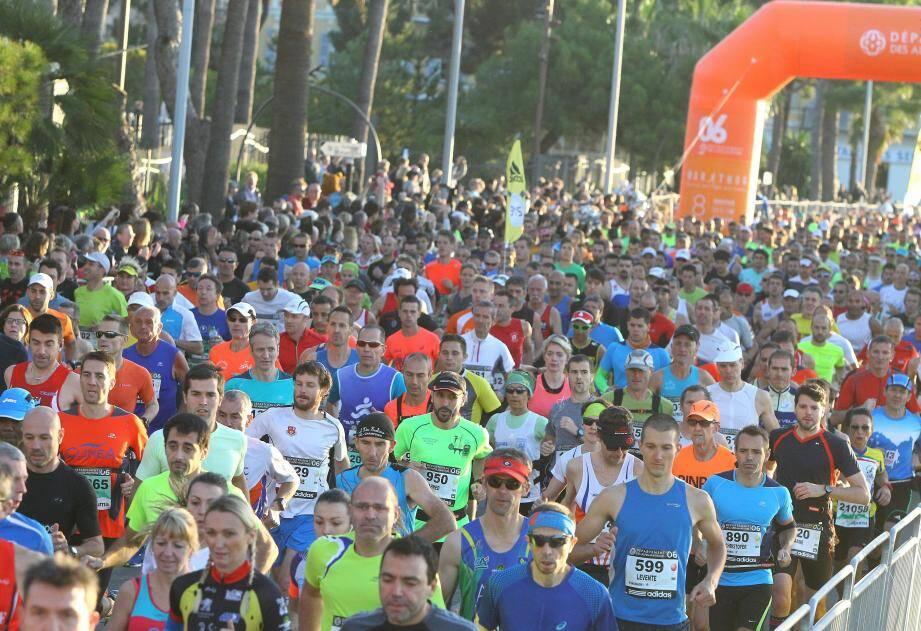 Les organisateurs du marathon Nice-Cannes, qui doit se courir le 13 novembre prochain, ont décidé ce vendredi de suspendre les inscriptions pendant une semaine.