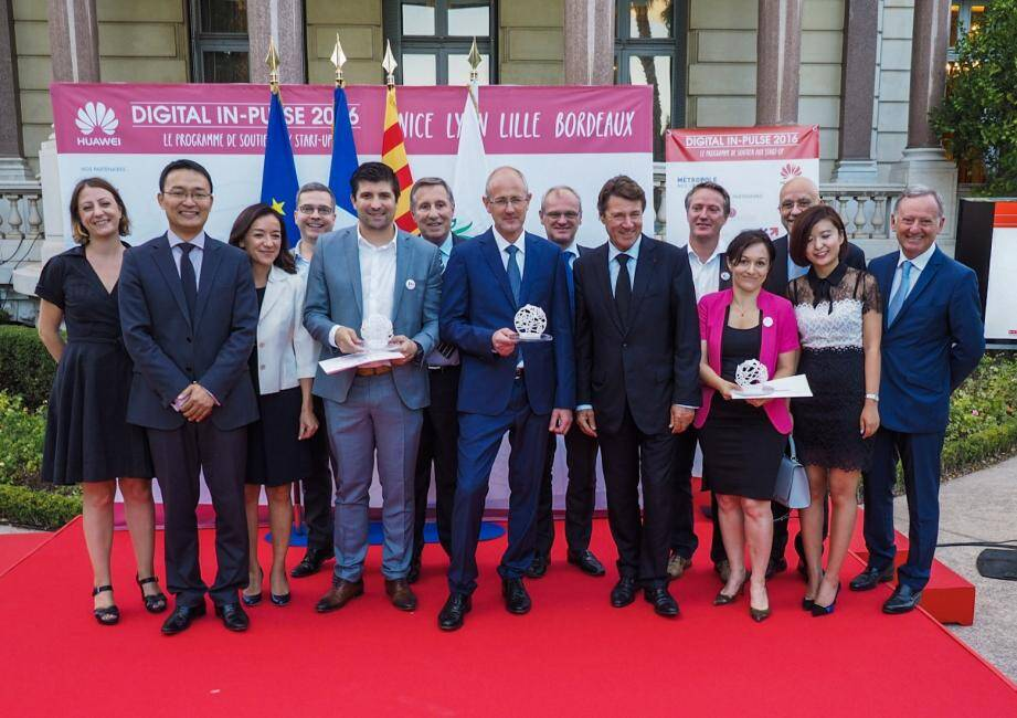 Les lauréats avec Christian Estrosi, Song Kai et les membres du jury.