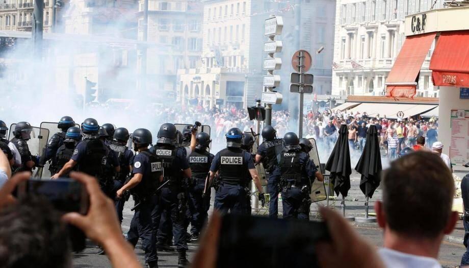 Lors des violences entre supporters russes et anglais le 11 juin à Marseille.