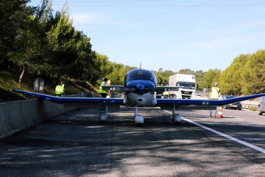 Après son atterrissage en urgence sur l'autoroute A8, l'avion a été entièrement démonté. C'est en pièces détachées qu'il a rejoint son hangar.