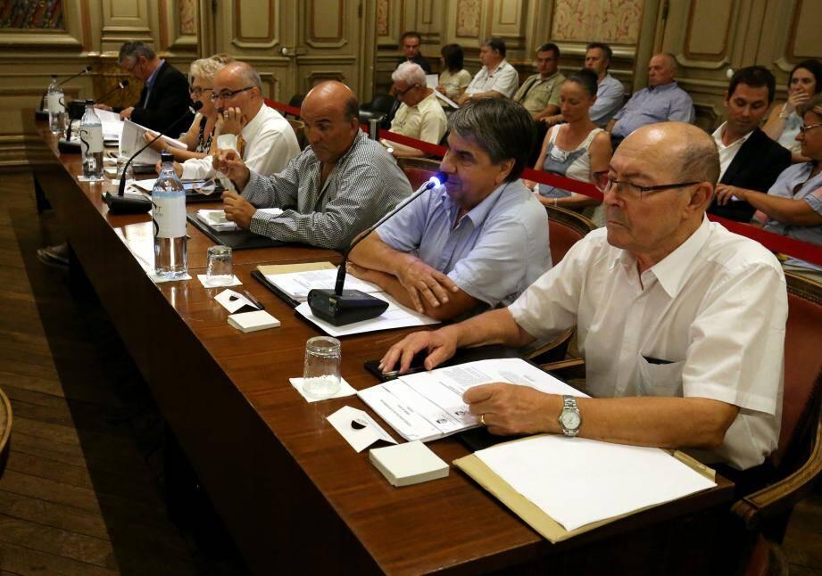 Reprise en douceur sur les bancs du conseil municipal pour les élus de la majorité et de l'opposition.