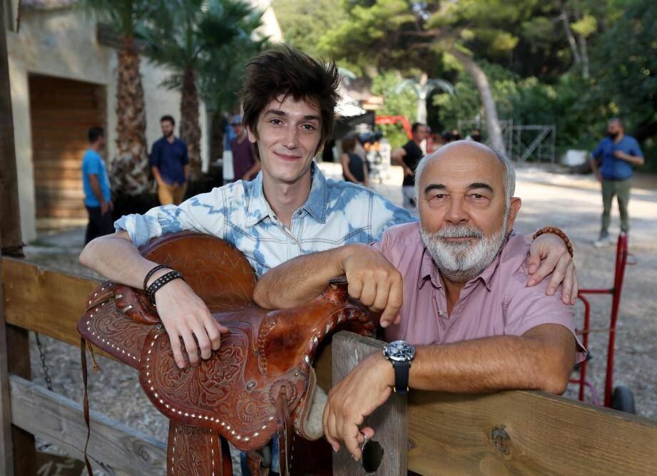 Gérard Jugnot, ici avec le jeune acteur François Deblock, ne tarit pas d'éloges sur les paysages varois.