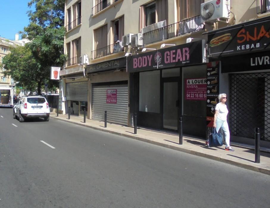 Des commerces fermés boulevard de la République.