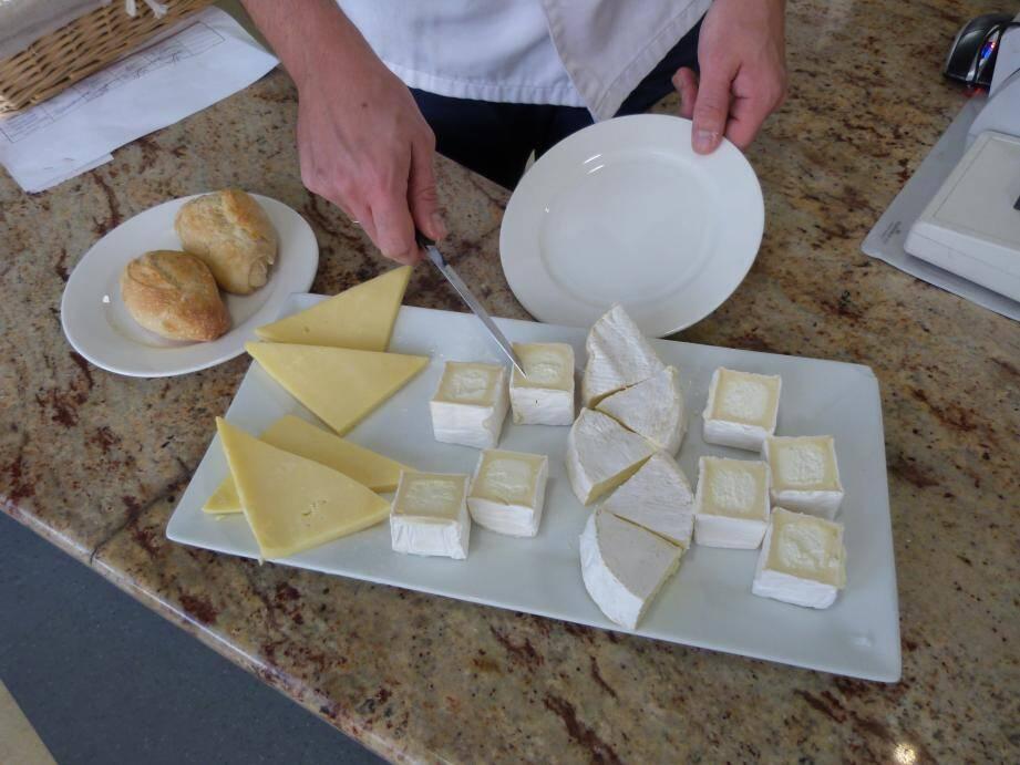 Contrairement à une idée reçue, crème fraîche et beurre font partie de la catégorie des matières grasses et non des produits laitiers comme le fromage et les yaourts.