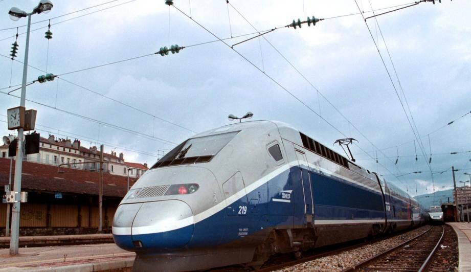 Un TGV en gare de Toulon.