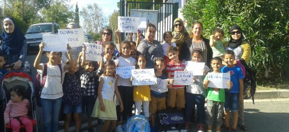 Les mamans ont donné de la voix à la suite de la suppression d'une des deux entrées de l'établissement, qui ne permet plus selon elles d'emmener les enfants à l'école dans de bonnes conditions.