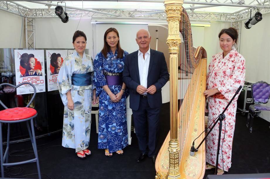 Un mini-concert donné par une soprano, une pianiste et une harpiste a agrémenté la présentation de la Foire de Monaco qui se tient du 5 au 10 octobre.