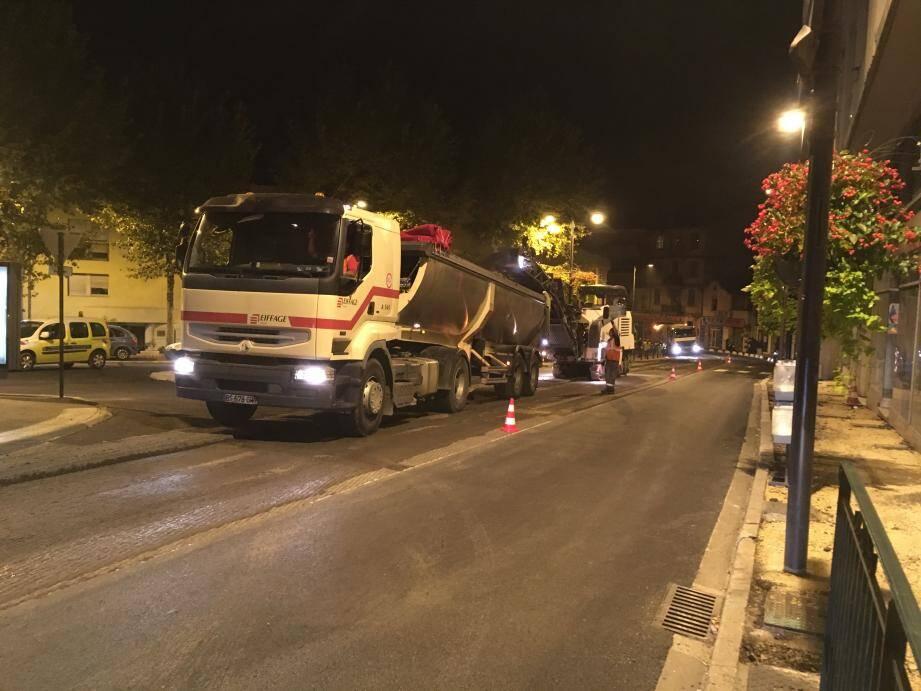 Deux nuits de travaux se sont déroulées pour reprendre la chaussée à plusieurs endroits sur Mathias-Duval et Carnot.