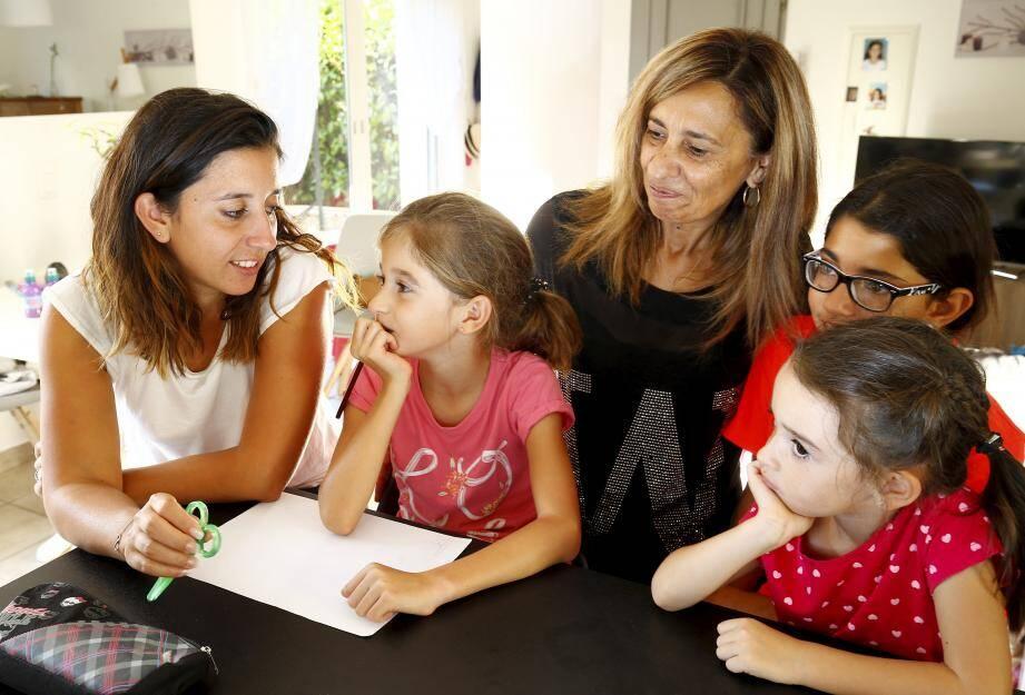 Mélanie, Lily, Gabrielle, Nina et la cousine passée les voir...