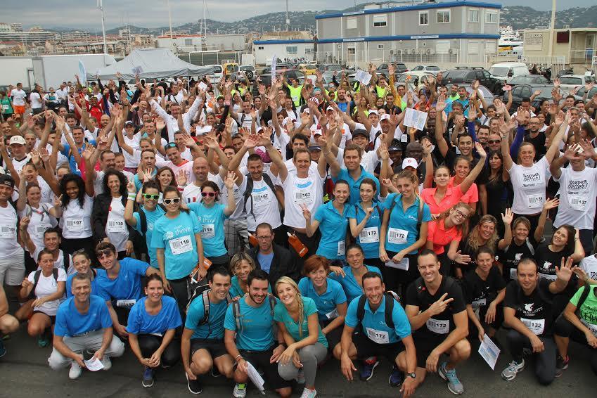 Les concurrents devant l'embarcadère des îles de Lerins, juste avant le départ.