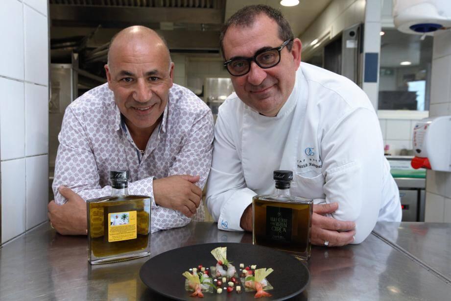 Karim Djekhar, de l'huilerie Saint-Michel de Menton, a créé une huile d'olive pour Patrick Raingeard. Une huile savoureusement macérée à la verveine citron qui viendra ponctuer la fantastique palette de couleurs et de saveurs du chef de La Table de Patrick Raingeard au Cap Estel.