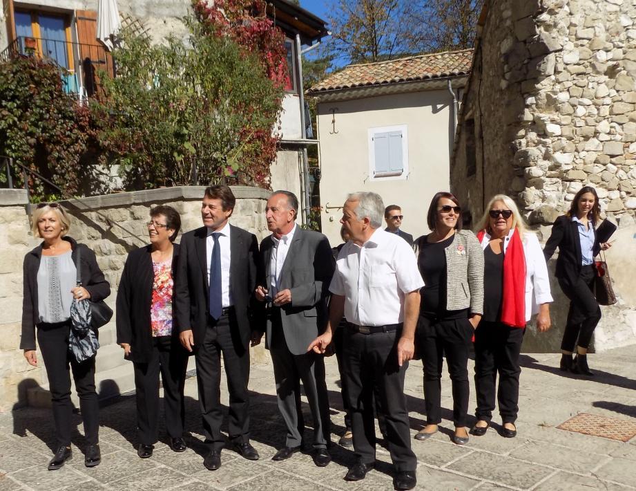 Christian Estrosi entouré des élus a effectué une visite rapide du vieux village classé cité de caractère.