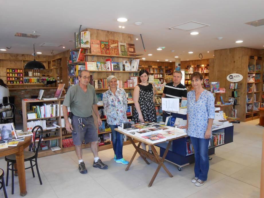 Aujourd'hui, la librairie ouvrira ses portes de 10 h à 19 h.