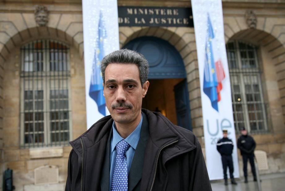 Partiellement gracié par Jacques Chirac en 1996, Omar Raddad n'a jamais été innocenté du meurtre de Ghislaine Marchal.
