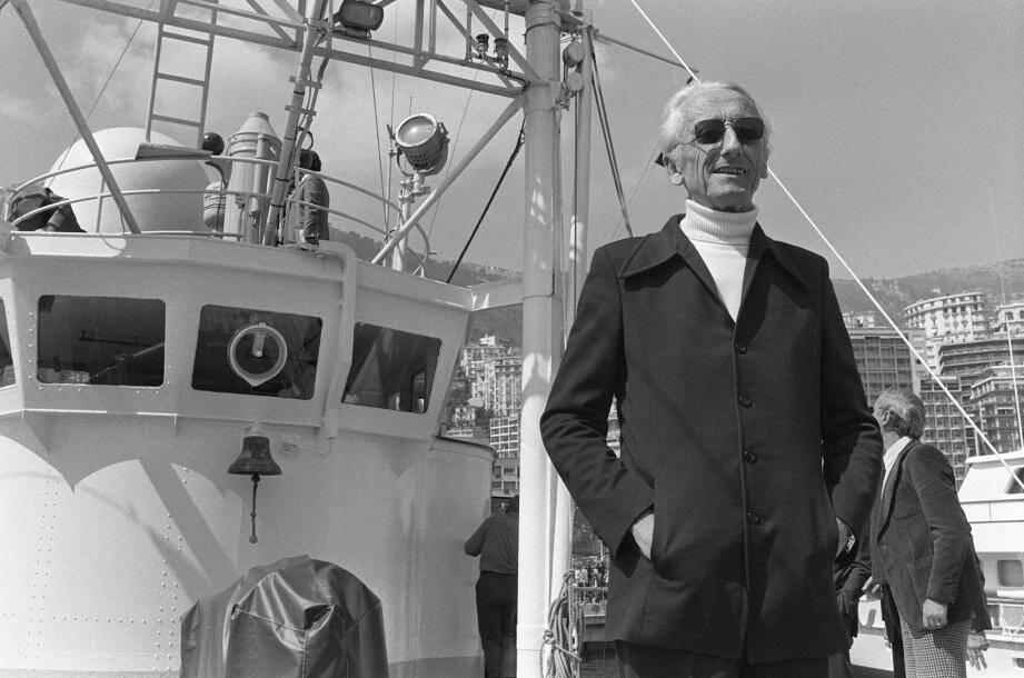 Le 12 avril 1979, arrivée du commandant Jacques-Yves Cousteau dans le port de Monaco, à bord de son navire d'exploration océanographique la Calypso.