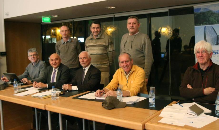 Bien qu'ancien élu de l'opposition, Roland Chabot (assis au premier rang, troisième à partir de la gauche) avait été nommé coprésident de l'instance. Il a choisi de se retirer de son mandat au moment où Marc Daunis quitte son fauteuil de maire.
