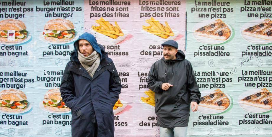 Hier, sous la capuche, Olivier Chini, et sous le béret, Luc Sananes, patrons du restaurant Les Niçois, à Paris. Qui ont aussi été choisis par Airbnb pour se charger d'un apéritif, à Los Angeles, lors d'une grande soirée en novembre. Le lendemain, ils seront dans un bar de renom, pour une animation.