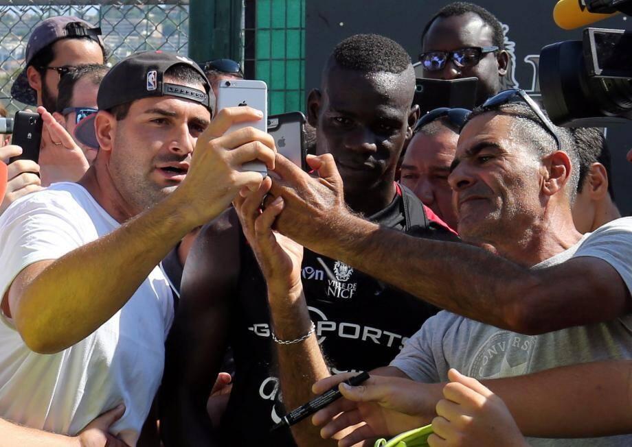 Ces derniers temps, c'est la foule des grands jours du côté de Charles-Ehrmann. L'arrivée de Mario Balotelli n'est pas étrangère à ce nouveau phénomène.