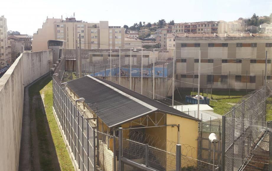 La maison d'arrêt de Nice : 353 places pour plus de 670 détenus.