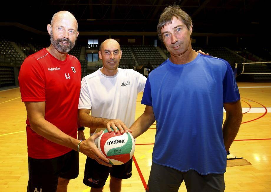 Après une longue préparation, les trois entraîneurs du volley azuréens sont impatients de passer aux choses sérieuses. De gauche à droite, Arnaud Josserand, entraîneur de l'AS Cannes, Carlo Parisi, entraîneur du Cannet, Laurent Tillie, entraîneur du RC Cannes.