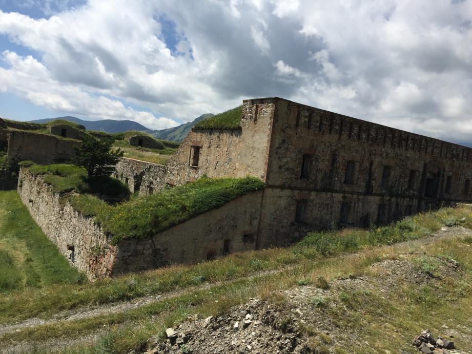 Les parcours offrent un panorama exceptionnel et une découverte inédite du patrimoine fortifié de Tende.(DR)