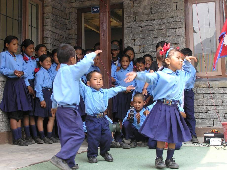 Après le séisme de 2015, les enfants de la région de Rigaon ont pu retrouver le chemin de l'école.