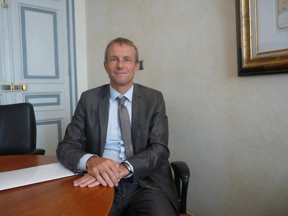 François-Noël Jeambrun, adjoint au directeur départemental de la Banque de France, correspondant TPE dans le Var, et son homologue dans les Alpes-Maritimes, Jacqueline Costa Da Silva.(C.H et D.R.)