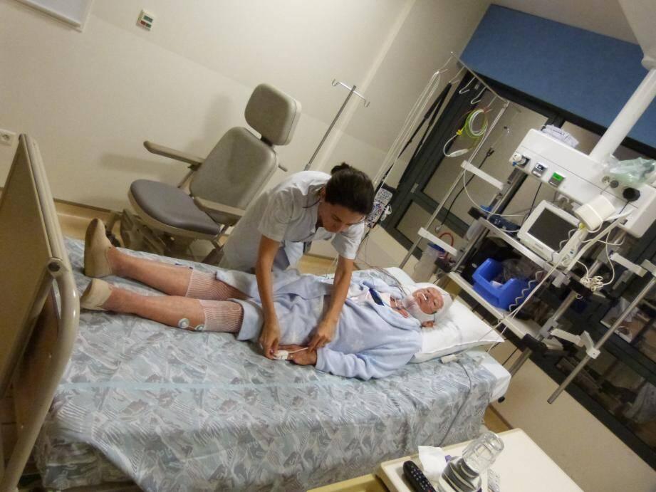 L'hôpital d'Antibes-Juan-les-Pins réalise en moyenne 400 polysomnographies par an.