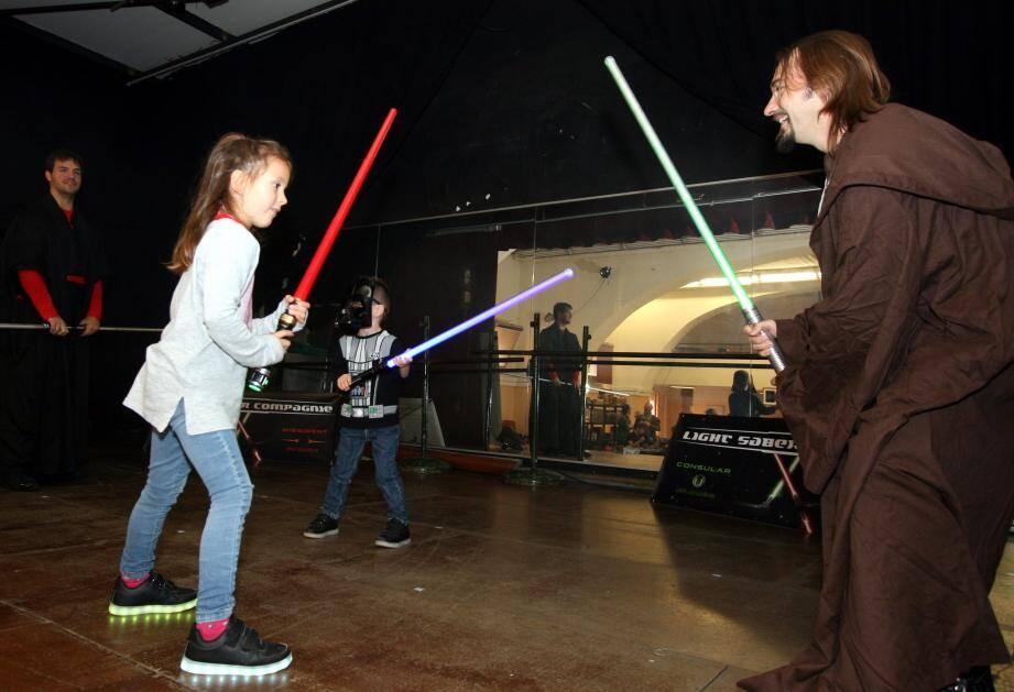 Les combats au sabre laser, une animation phare qui a séduit les enfants… et les adultes.