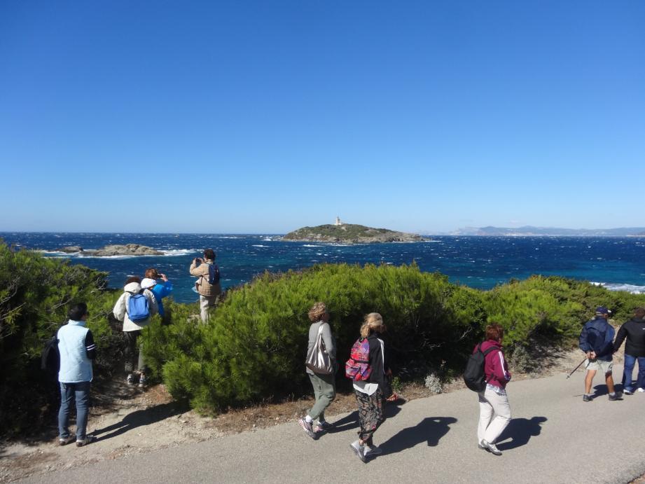 Randonnée entre mer et montagne pour les séniors de la commune de Cap-d'Ail. (DR)