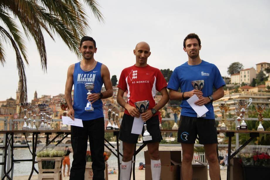 Les podiums féminin et masculin (de gauche à droite sur les deux photos) :  Cédric Gilles, Kaïs Adli et Nicolas Tullier.  Imane Zouhi, Adriana di Guisto et Sandra Lerda.