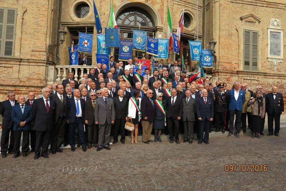 Les délégations mentonnaise et italienne des ordres nationaux du Mérite se sont rencontrés à Bra, dans le Piémont.(DR)