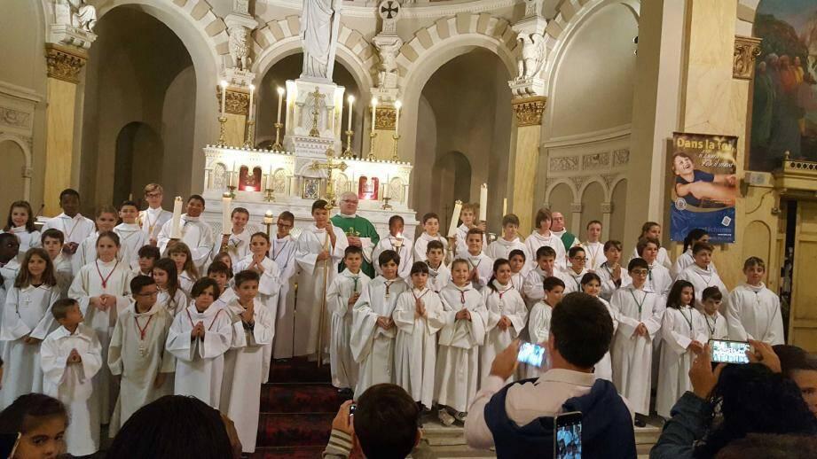 Une cinquantaine de jeunes servants de messe se sont vu remettre leurs cordelières.