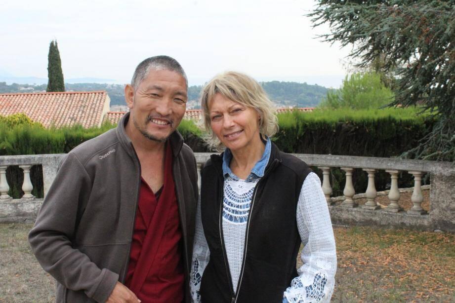 Jamyang Lobsang et Annie Bénard désirent assurer l'avenir des enfants suivis par Tong Len.
