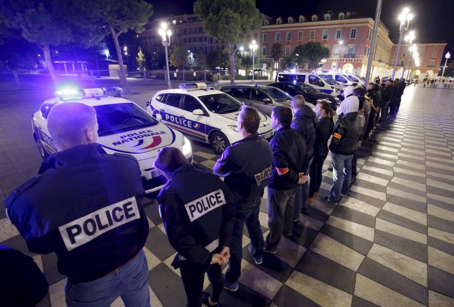 Hier soir, près de 70 policiers ont manifesté en  réclamant notamment des moyens humains et  matériels supplémentaires.