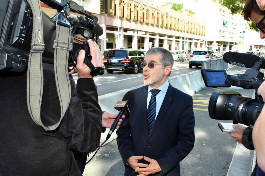 Le conseiller de gouvernement-ministre de l'Intérieur Patrice Cellario a présenté ces murets de béton qui protégeront les piétons de la circulation.