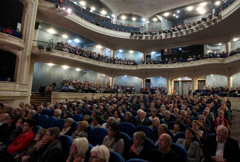 Chaque année depuis 1999, le théâtre Francis-Palmero fait salle comble à l'occasion des Colloques de Menton, dont la formule reste inchangée depuis.