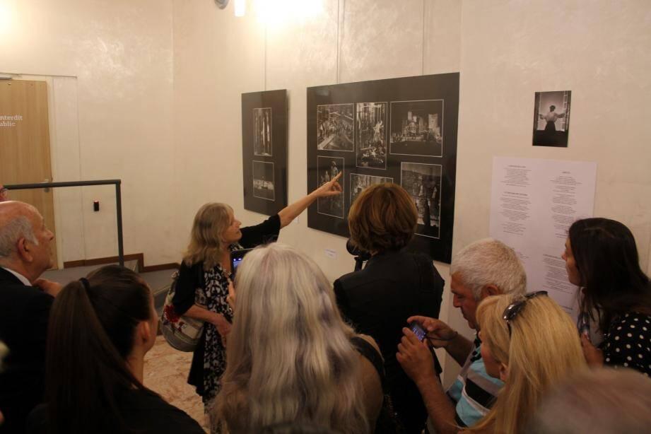A l'entrée de la bibliothèque municipale voisine, la photographe Béatrice Heyligers, spécialisée dans les clichés de théâtre, a eu carte blanche.