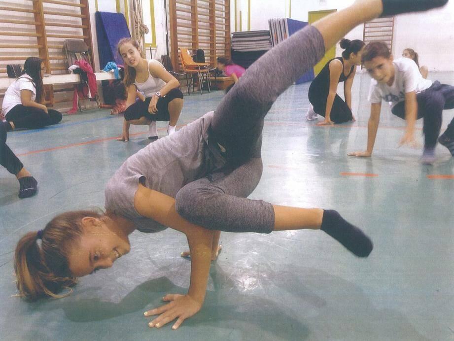 L'école municipale de danse propose des cours d'initiation au hip-hop, pour filles et garçons, à partir de 8 ans.