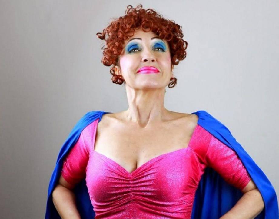 Noëlle Perna  a fait ses débuts à Aix au théâtre de la Fontaine d'Argent.