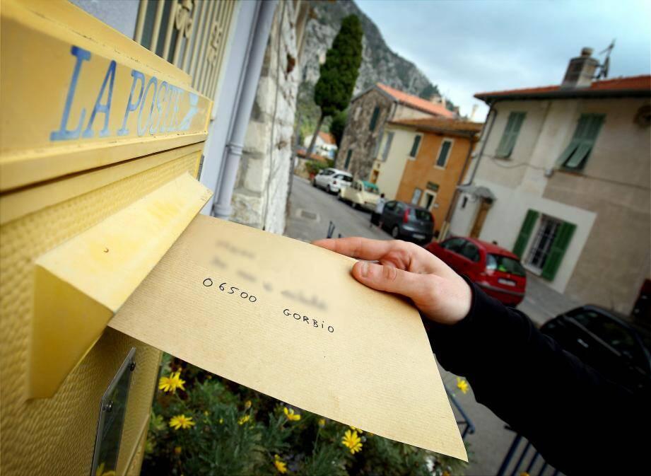 « Ces lettres anonymes incarnent la lâcheté des hommes. Ce personnage est un grand malade qui accumule les procès d'intention, les mensonges, les contre-vérités », répond Michel Isnard, le maire de Gorbio.