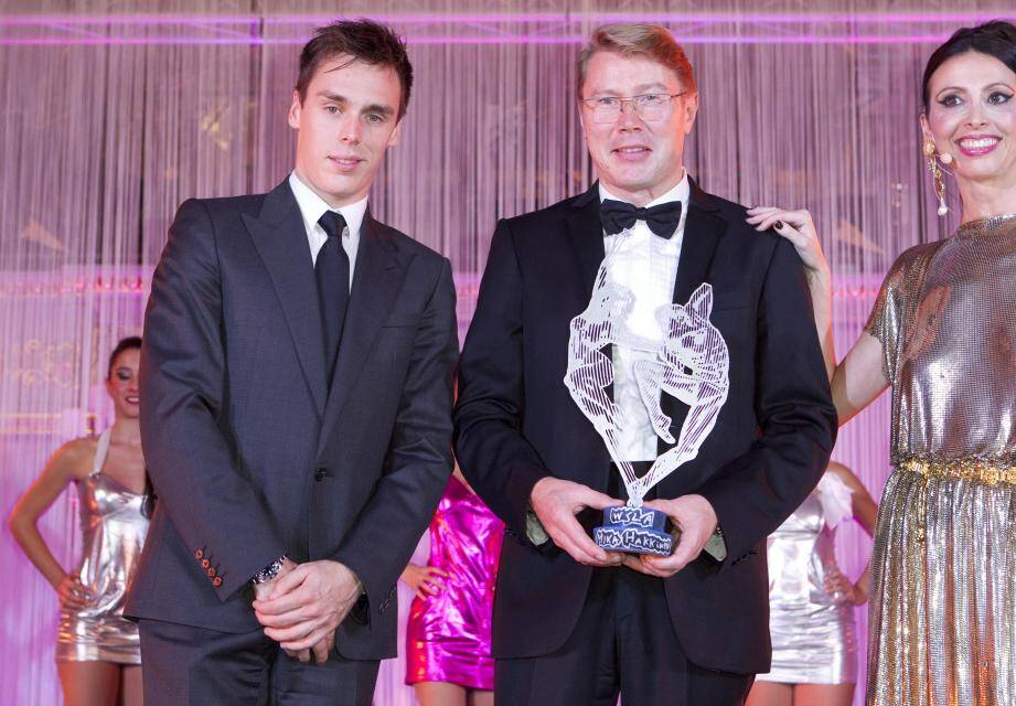Mika Hakkinen a reçu son prix des mains de Louis Ducruet.
