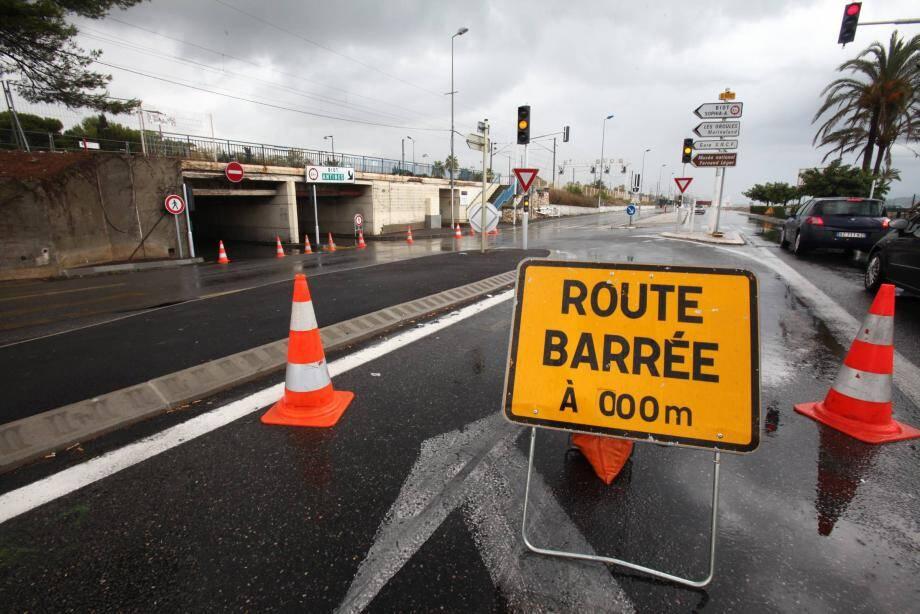 La route du bord de mer est fermée à Antibes, entre la Siesta et Marina-baie-des-Anges. (image d'illustration)