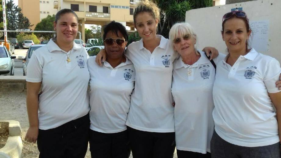 De gauche à droite: Ludivine Lovet, Fanja Aubriot, Emilie Fernandez, Bernadette Houbron et Agnès Viens.
