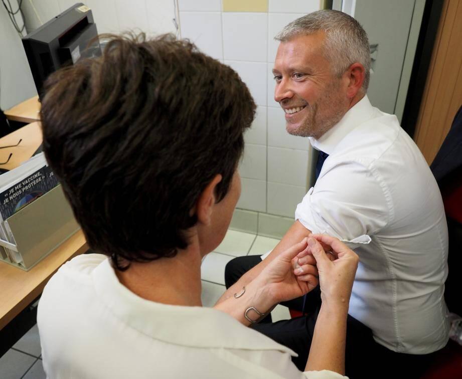 Le maire et son adjoint Olivier Guérin (ci-dessus) ont montré l'exemple en se faisant vacciner lundi.