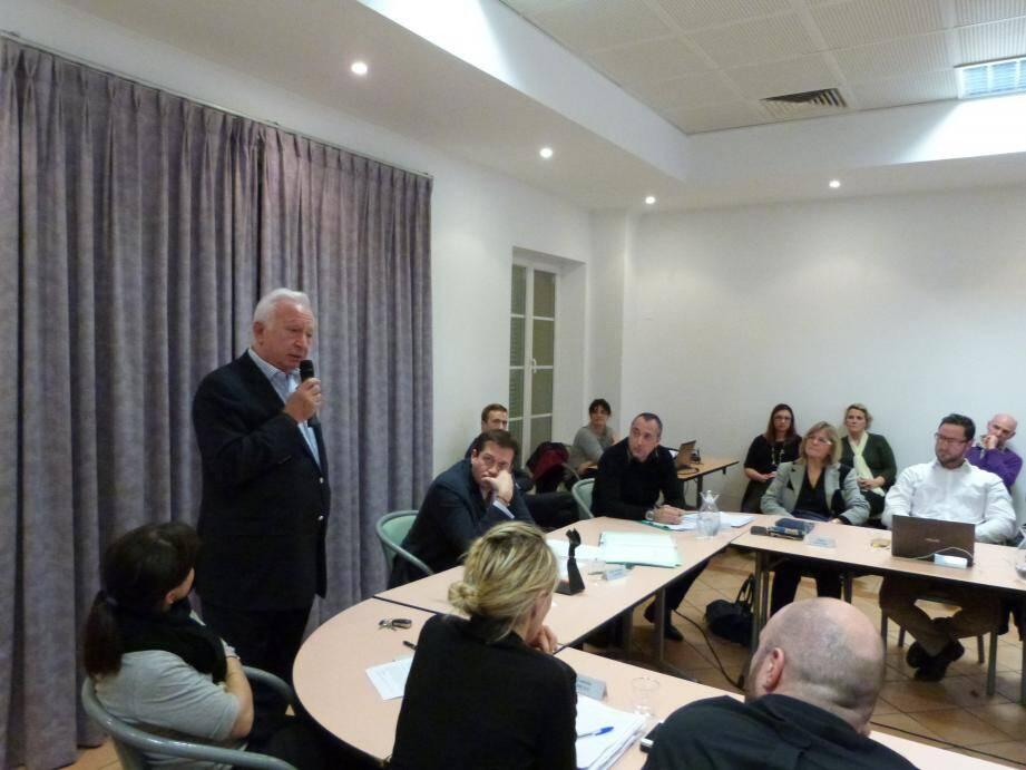 Jean-Marc Smadja, conseiller très spécial du maire, Marc-Etienne Lansade, a le droit de prendre d'étranges libertés. Lors de la dernière séance du conseil il est sorti de sa fonction d'expert pour s'en prendre à un élu d'opposition.