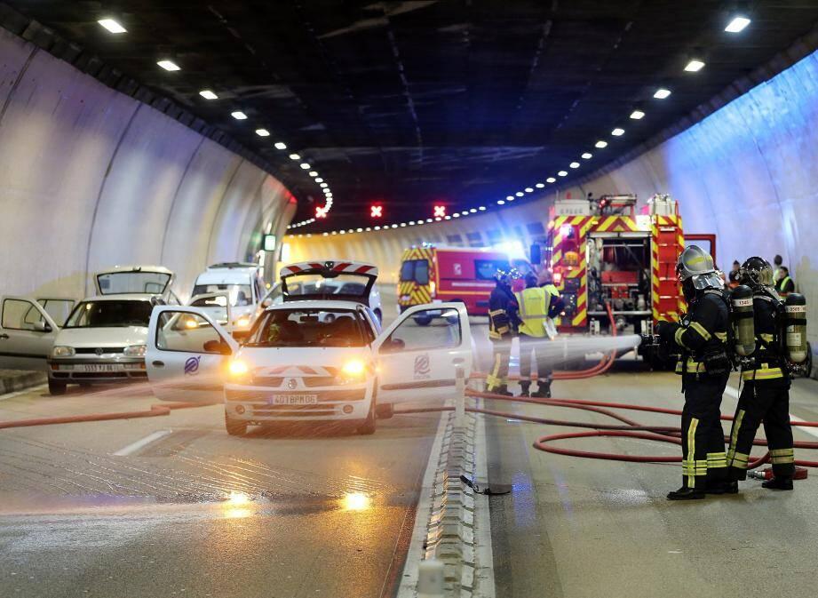 ¿PHOTOPQR/NICE MATIN / CYRIL DODERGNY / MONACO / LE 02/12/15Exercice annuel de securite dans le tunnel A500 de Monaco.Simulation d'un incendie dans le tunnel avec evacuation de personnes agees et handicapees.