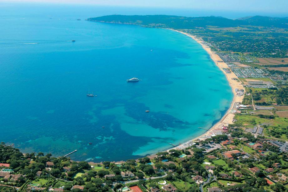 Vue aérienne depuis le Capon sur la baie de Pampelonne, à Ramatuelle.